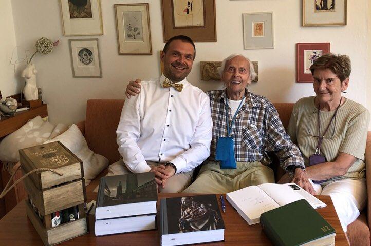 Miroslav ZIKMUND, legendární cestovatel a plzeňský rodák, slaví dnes 101. narozeniny. Tak všechno nejlepší, pane Zikmunde! 👍PS: vloni jsem měl tu čest ke stovce popřát osobně 💙