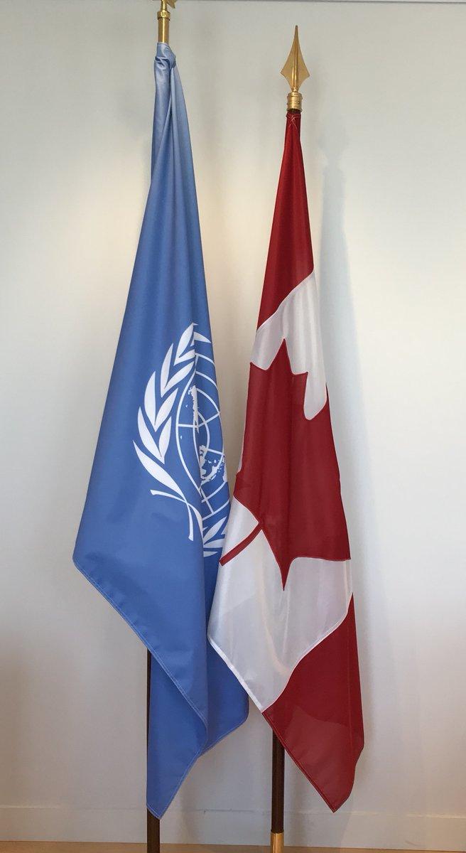 Au moment de célébrer le 55ème anniversaire du drapeau unifolié nous nous rappelons également avec fierté que la bannière canadienne flotte aux côtés de celle de l'ONU depuis 1945 🇨🇦🇺🇳 #Ensemble  #JournéeDuDrapeau