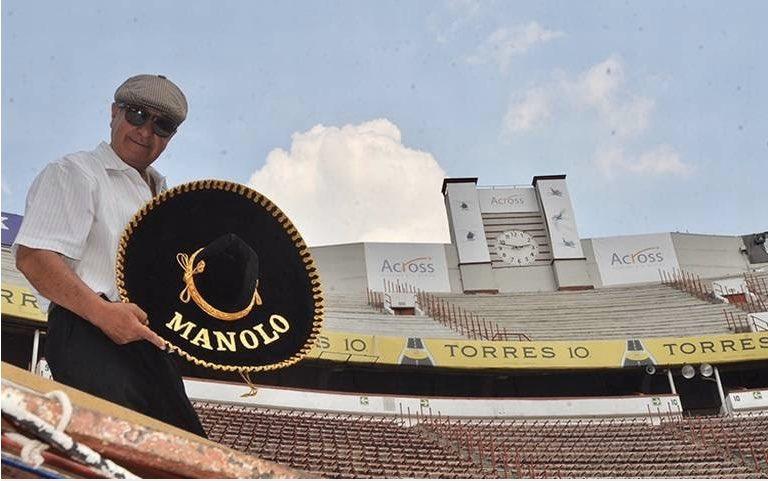 Que triste noticia enterarme que falleció MANOLO el de los sombreros , un gran taurino y que marcó época con los toreros al momento de daban las vueltas al ruedo con sus sombreros.@rafaelcue @poldelar @Beto_Murrieta @yarzajuncal @eltoreroazteca @LaPlazaMexico