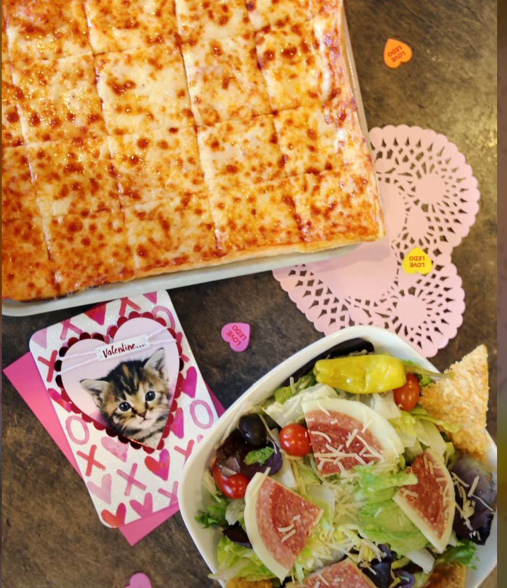 #ValentinesDay GIVEAWAY   RETWEET & FOLLOW  to be entered to win a $50 #LEDOPIZZA GIFT CARD!  2 winners picked randomly at 10pm on 2/14/20! <br>http://pic.twitter.com/kTdQJtxTp8