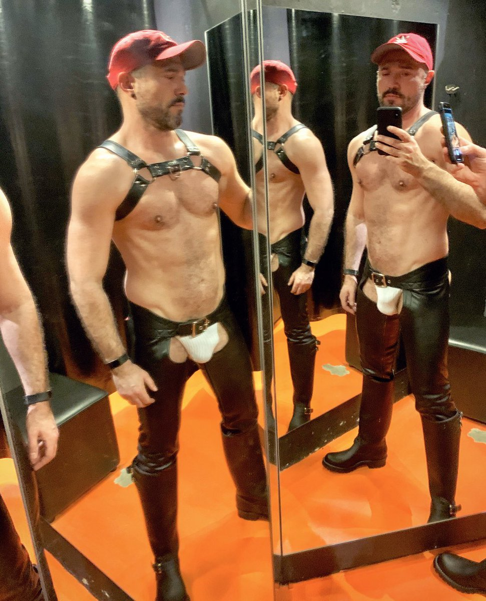 Ready for Valentines Thanks @GEARLondon #leatherchaps #wescos #wesco #leathergay #guysngear #gayleather #leatherfetish #leatherman #leathermen #leatherharnesspic.twitter.com/3afFVi9oRb