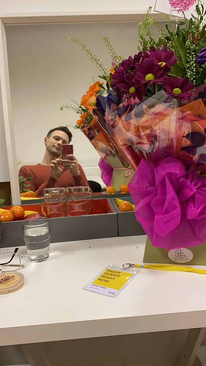 Beautiful flowers from Mr @andrewkeates to brighten up #rightqueerrightnow @TiM_Bfd 🥳 (feeling like a superstar rn)
