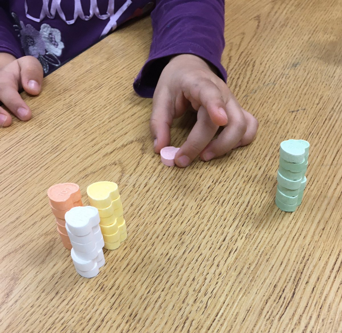 Candy hearts! Sorting, counting, stacking, comparing, patterning, dissolving and tasting! <a target='_blank' href='https://t.co/O8q7EUYB3J'>https://t.co/O8q7EUYB3J</a>