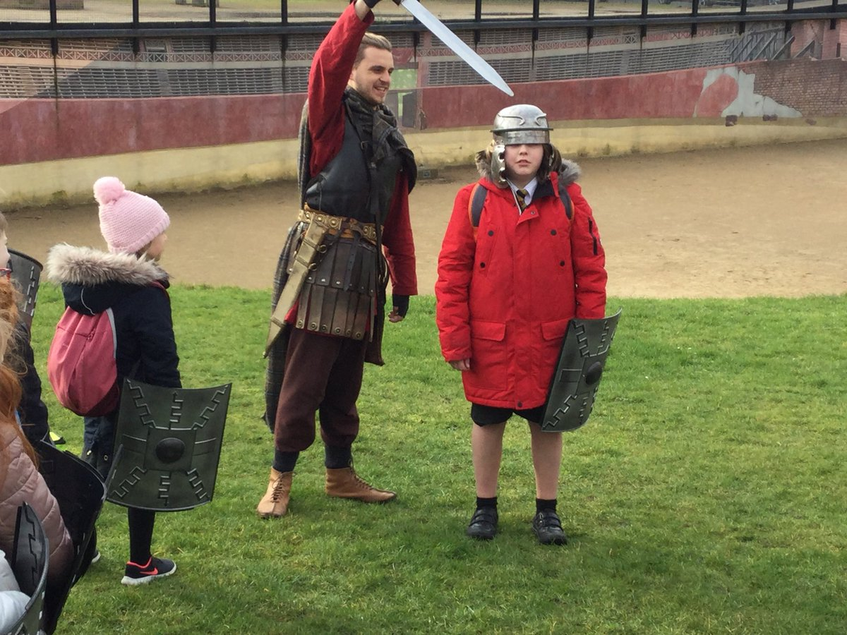 @RomileyPS Year 4 enjoying their Roman experience in Chester today. We have discovered some very interesting, and very yucky, facts!! Thank you @RomanDewa