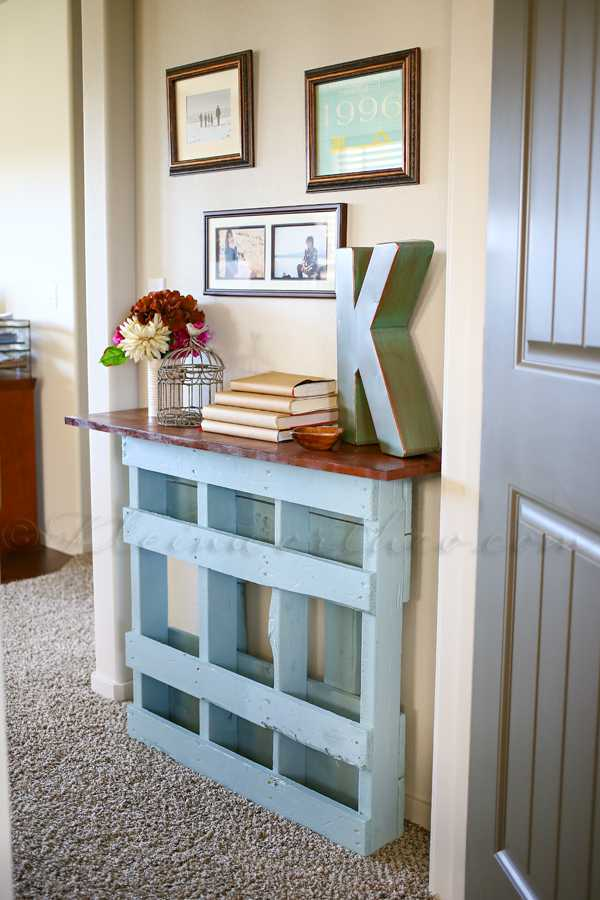Even something like a wood pallet can turn into useful furniture in your home. #howto #DIYideas  http://cpix.me/a/91907832pic.twitter.com/LSSmkroWiZ