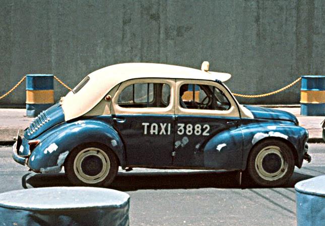 test ツイッターメディア - 🚗🇫🇷05- Happy #FrenchCarFriday #Classiccars #frenchcar #Classiccar - Vietnam - Saïgon - 1970-75  - Taxi Renault 4CV https://t.co/FkG8JdIFnV