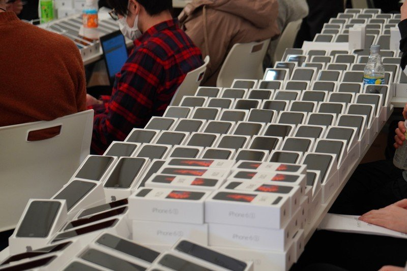 2000-iphones-have-been-given-to-people-stuck-on-a-cruise-ship-near-japan Photo