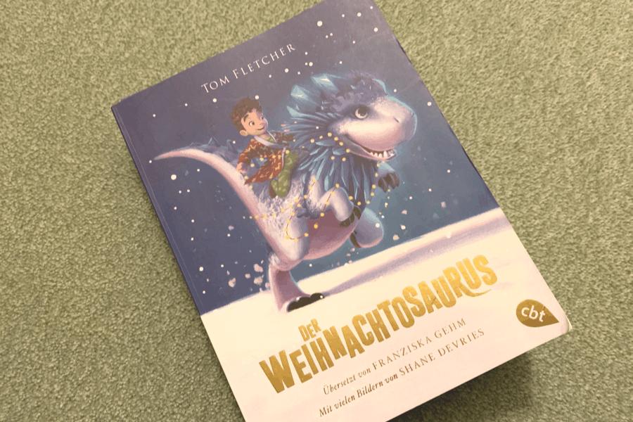 Zauberhafte Geschichte über Mut, Freundschaft und Magie. Zwischen Weihnachtsmann, Dinosaurier und unliebsamen Verwandten. https://leipzigermama.de/der-weihnachtosaurus-von-tom-fletcher/… #Familienblogger #Mamablogger #Familienblog #kinderbuch #weihnachten #cbjpic.twitter.com/Yi2Tven3cT