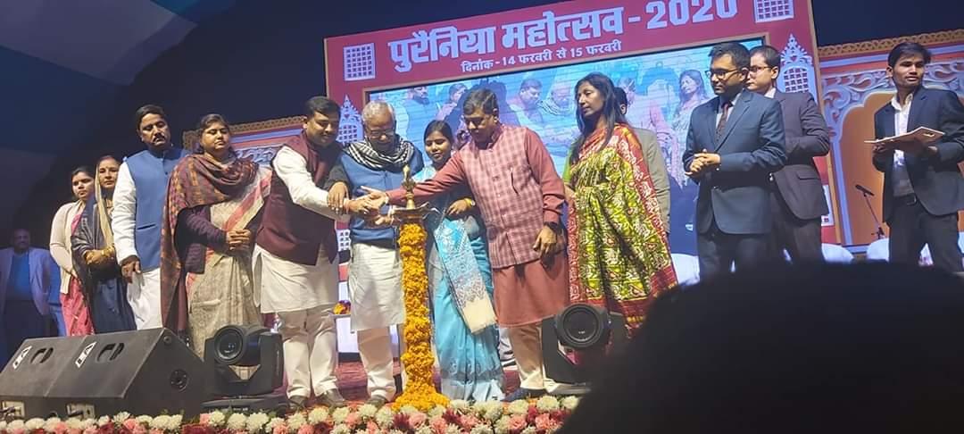 """#पूर्णिया_जिला_स्थापना_दिवसस्टेडियम पूर्णिया में जिला प्रशासन द्वारा आयोजित """"पुरैनिया"""" महोत्सव -2020 समारोह में सम्मलित हुआ।पुलवामा के अमर शहीदों को नमन करते हुए प्राचीन #पुर्णिया के 250 वर्ष पूरा होने पर समस्त पूर्णियावासी को बधाई तथा मंगल शुभकामना दिया।@BJP4India @BJP4Bihar"""