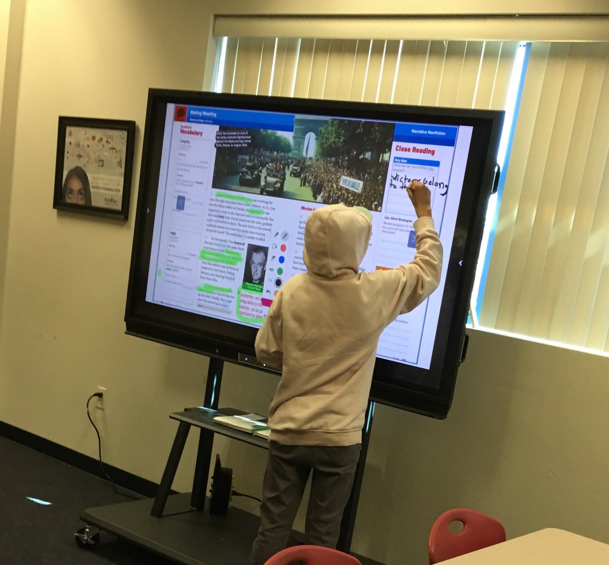 .@puhsd Ss show mad annotating skills on the Promethean #HeritageHSpats #hhslegacy