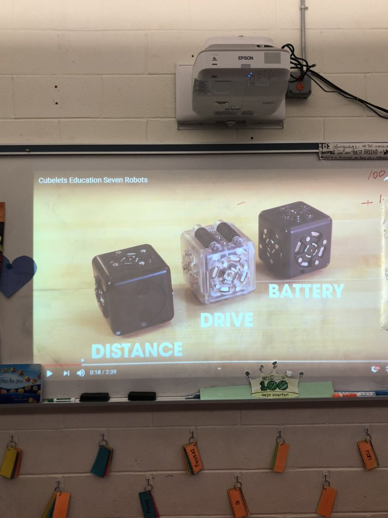 Learning about using cubelets! With @LindaAKMiller #technologyrocks pic.twitter.com/GLEF6hWAL3