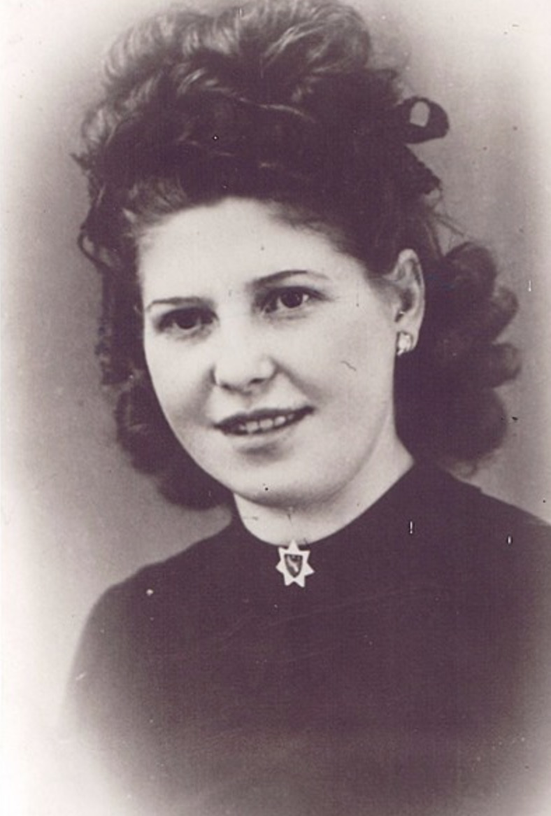 14 February 1925 | French Jewish girl Suzanne Sahel was born in Tilimsan (Tlemcen) in Algeria. In September 1942 she was deported to #Auschwitz. She did not survive.<br>http://pic.twitter.com/vOsOUKoeOY