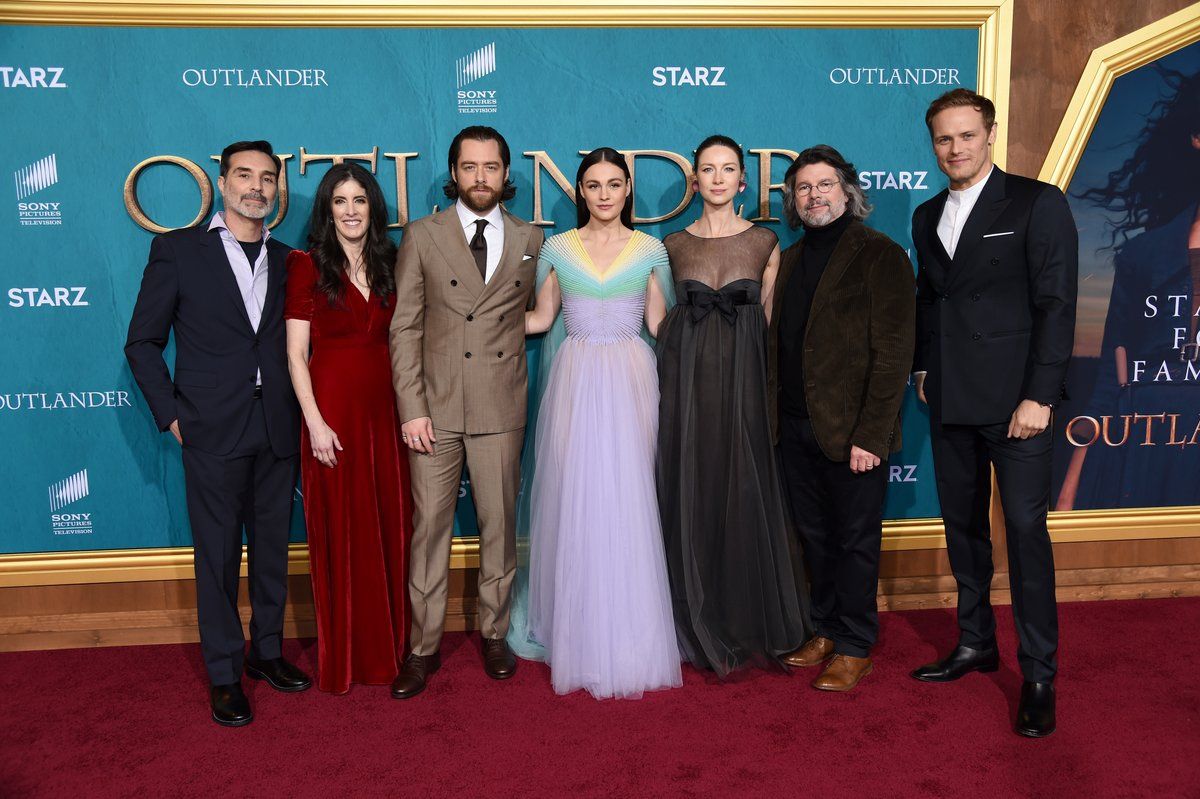 The stunning @Outlander_Starz cast and crew at last night's red carpet premiere of #Outlander Season 5 ❤️ As a Valentine's Day gift to you, you can now watch the first episode on the #STARZ App!