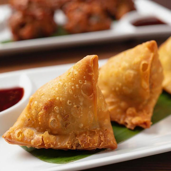 Satisfy your hunger thrush with our mouth-watering delicacy Vegetable Samosas! Visit today or order at ☎ +1 604-973-0123. . #food #love #restaurant #samosa #foodie #foodporn #indianfood #delicious #instafood #snack #samosas #VaadesRestaurant #vancouverrestaurant