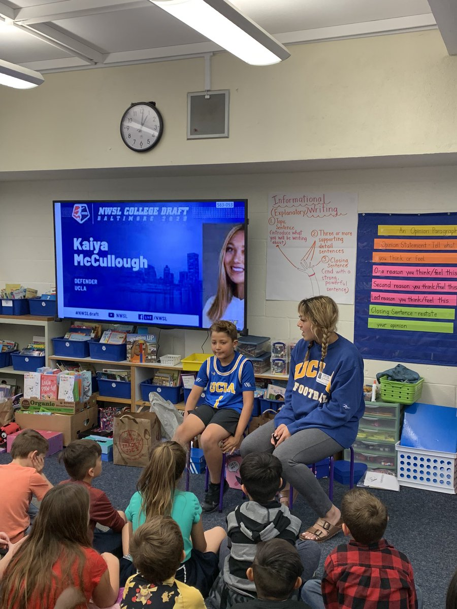 @Santiago_STEAM 2nd Grade Ss were #thankful to have @svusd alum @ETHSChargers alum & newly drafted  star  Kaiya McCullough  as a guest speaker! She shared with our Ss the importance of #hardwork being both a #scholar & #athlete #svusdshines #bebigger #chaseyourdreams pic.twitter.com/XnJ598CCvn