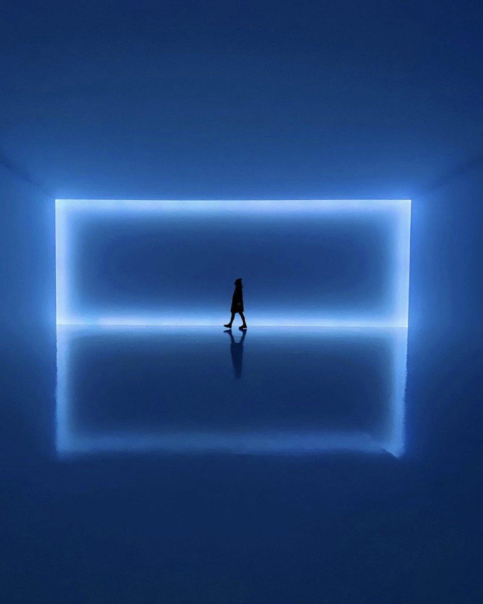 Blue Infinity Light from New York 💙 https://t.co/TBM7Y5R8TD https://t.co/31CBcuMCjU