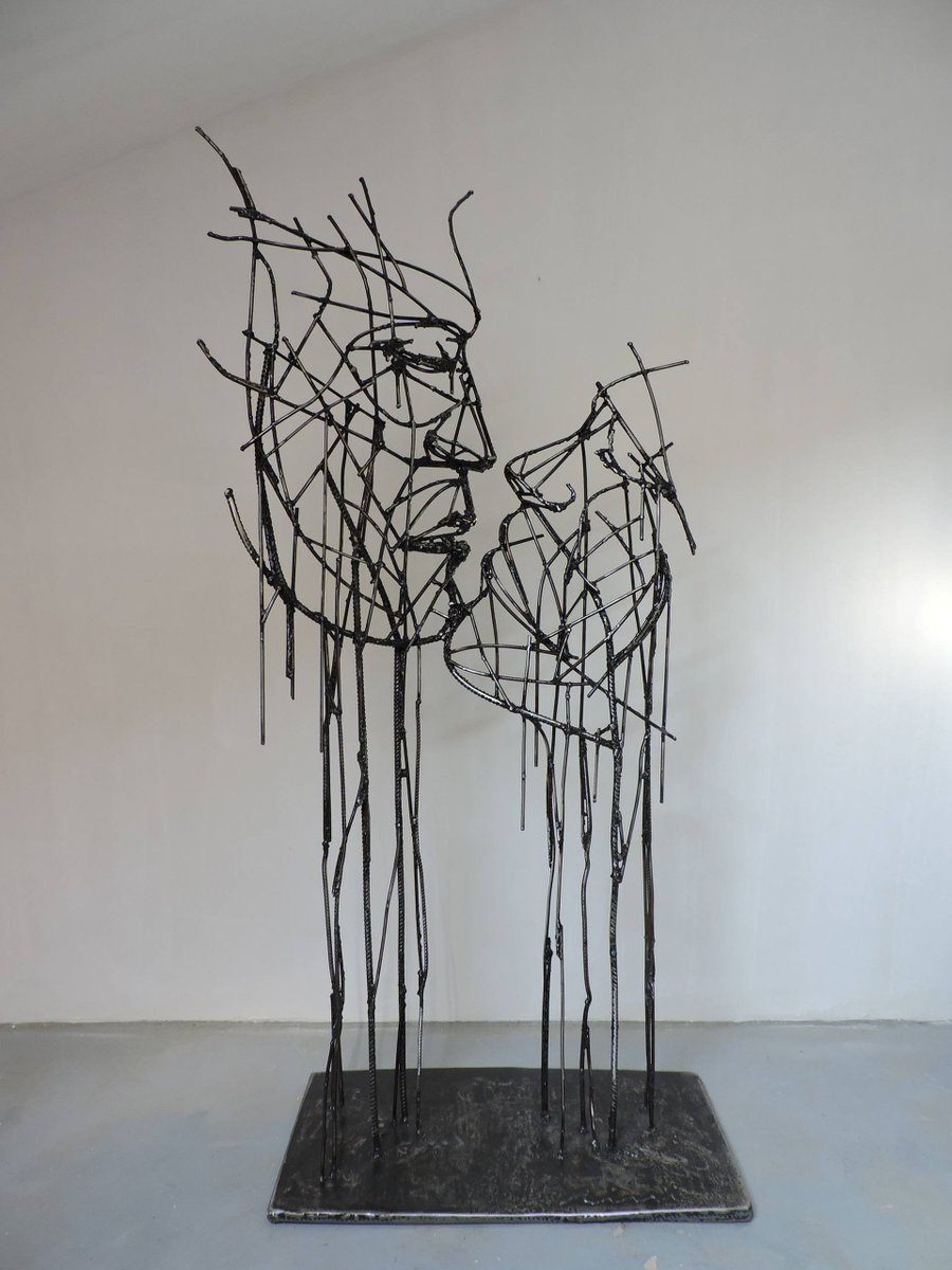 'Love Beyond time' - Sculpture by Michele Rizzi #ValentinesVibes pic.twitter.com/gWudF8mPcI
