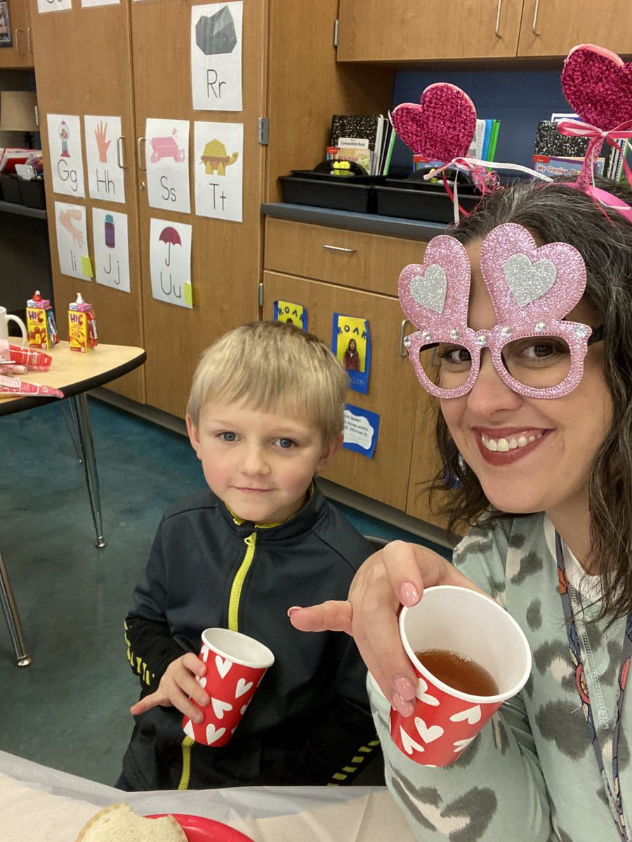 HIGHLIGHT of my day was visiting our kindergarten's tea party to show off their supper polite manners! Pinkies out!! #mannersmatter @JEFCOED @Concord_El @tkbondman @teacheriffik @LoriHipppic.twitter.com/wOuCi9IqIg