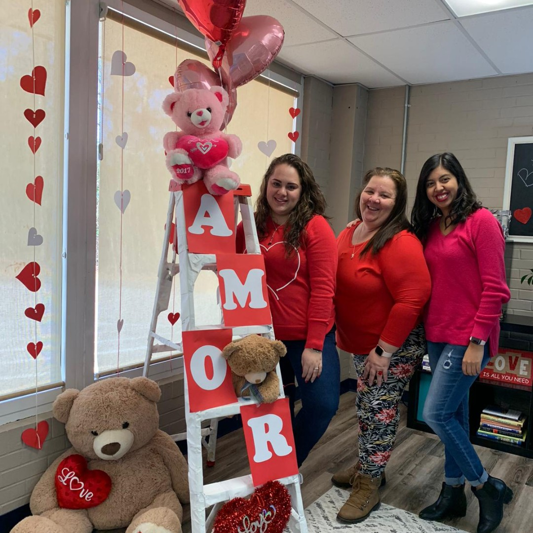 Feliz Día del Amor y la Amistad | At Sff! you can find true friendship and love between our teachers, parents, and friends. We are so thankful for your friendship!