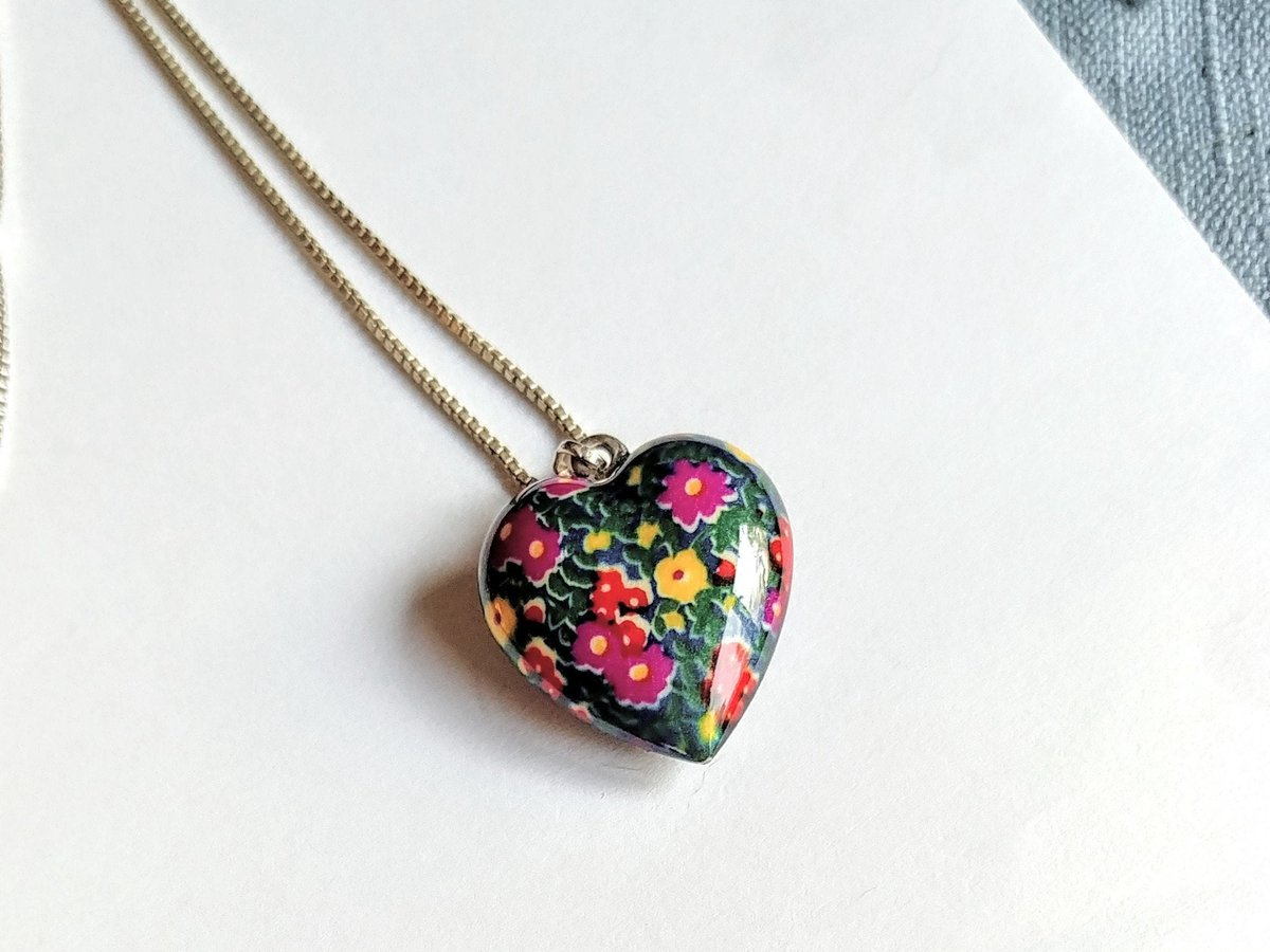 In my #etsy shop: #HeartPendant #Necklace #Colgante #Collar Flowers on Porcelain Italy 925 Sterling Silver Chain and Clasp Vintage Jewelry Vendimia Joyeria  #heartjewelry #heartnecklace #valentineslove