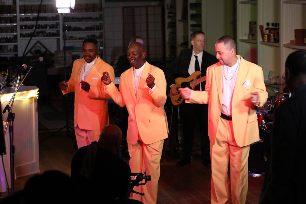 """This is from a recent video shoot with the band """"Personal Touch"""" an amazing Motown/Soul/R&B band. #musician pic.twitter.com/vr5Nlo1cVI"""