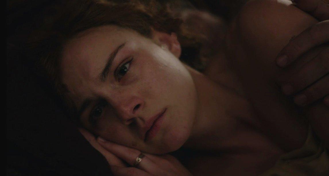 Esse olhar morto....... Eu só quero abraçar ela. Eu tô chorando.
