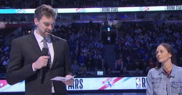 【影片】這是真愛!大Gasol客串明星賽主持人,強忍淚水緬懷Kobe!-Haters-黑特籃球NBA新聞影音圖片分享社區