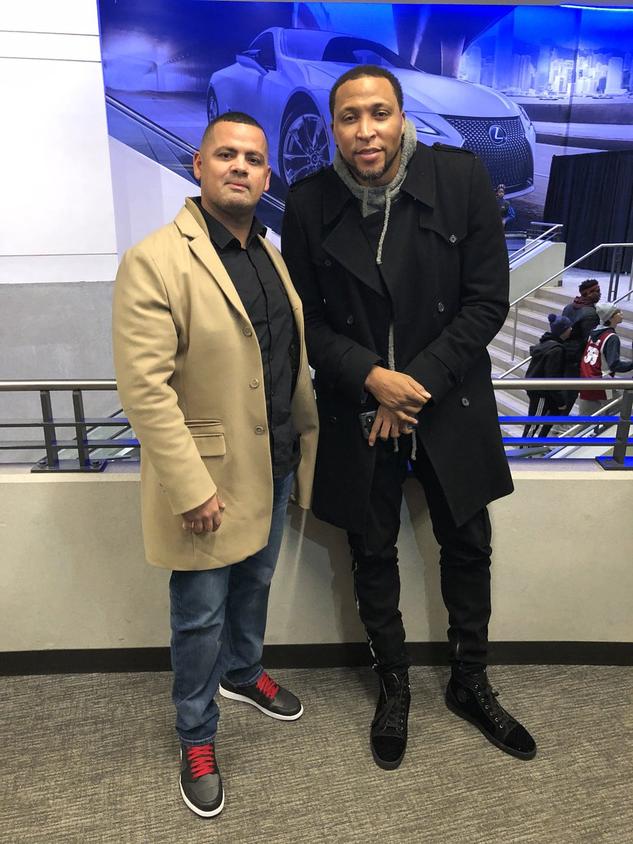Chilling with #shawnmarion  at the #RisingStars #lexusclub #AllStarWeekendpic.twitter.com/AoOkNq6QcI