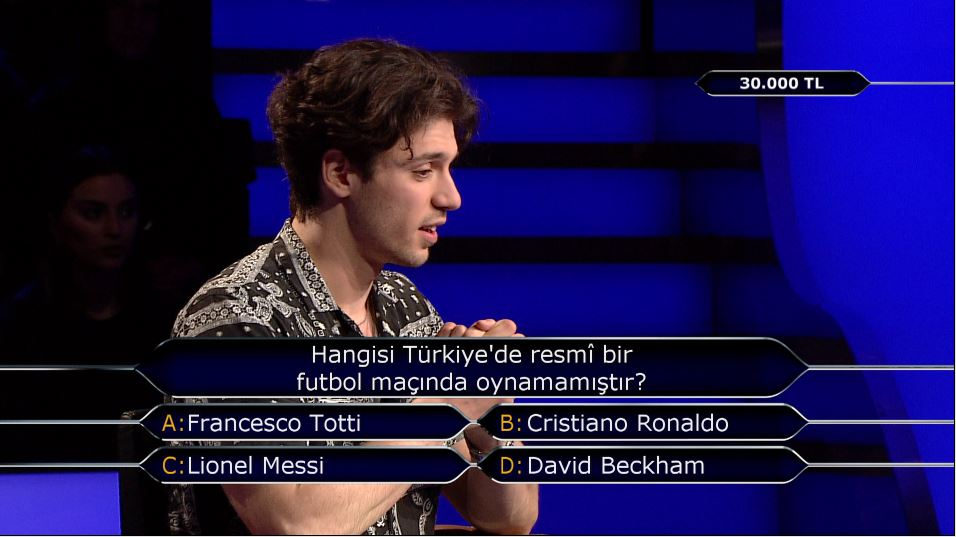 Hangisi Türkiye'de resmî bir futbol maçında oynamamıştır? #milyoner