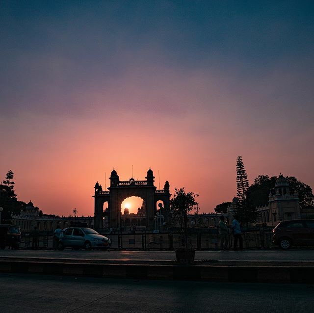 #mysorepalace #mysoresunset  Follow Me @kishorevlogs . . @mysore_photograph @mysuru_heritage_heaven @mysuru_attraction @mysurucity_ @mysuruwarriors https://ift.tt/39xQ4WLpic.twitter.com/6rllowxLvL