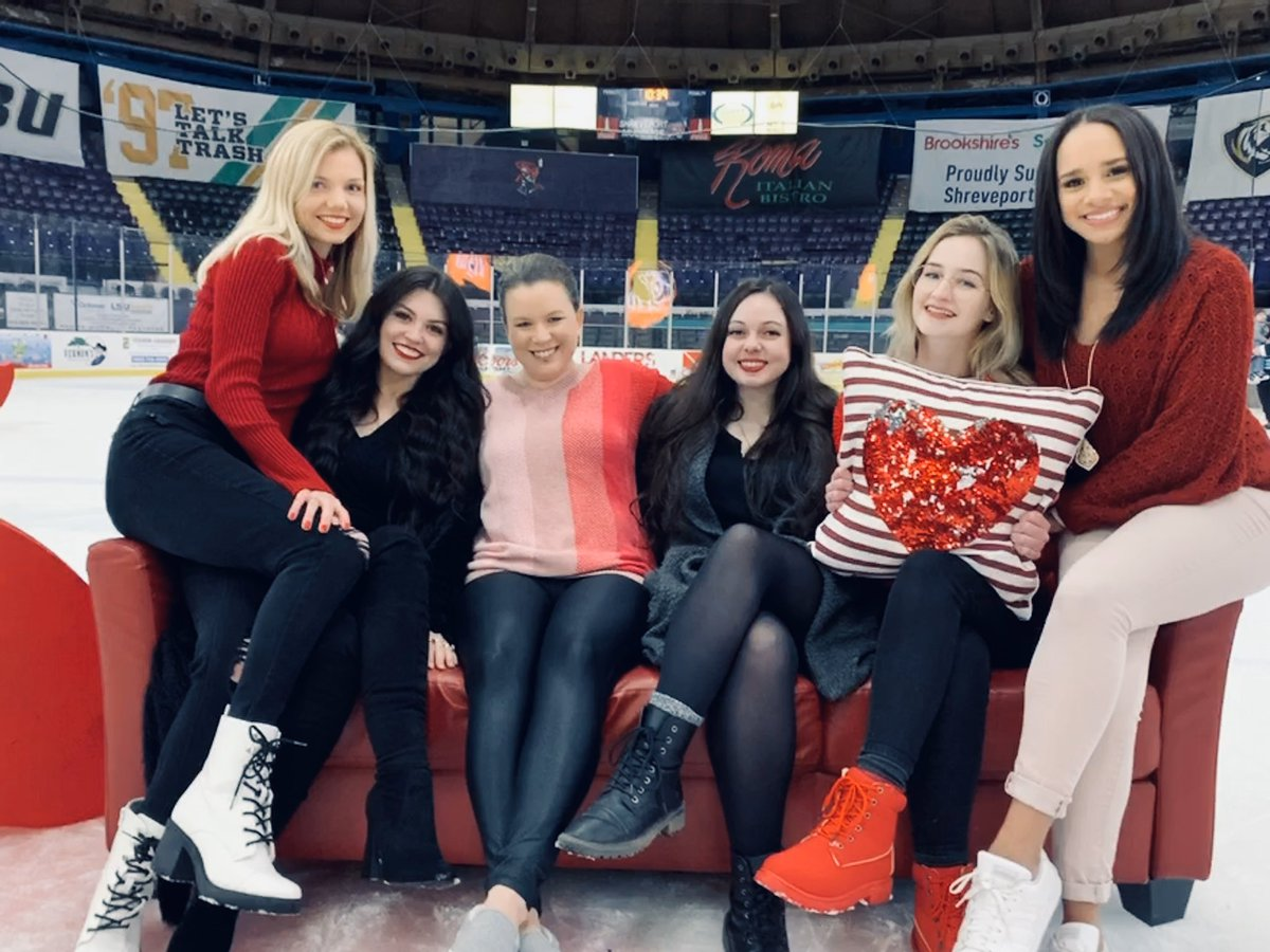 The Ladies of Shreveport Mudbugs Hockey (minus our firecracker redhead steph) ❤️🖤❤️🖤❤️🖤❤️🖤❤️🖤❤️🖤❤️🖤❤️🖤❤️🖤 . . . #HappyGalentinesDay #AmericanHeartAssociation #MudbugsGoRed #ShreveportMudbugs