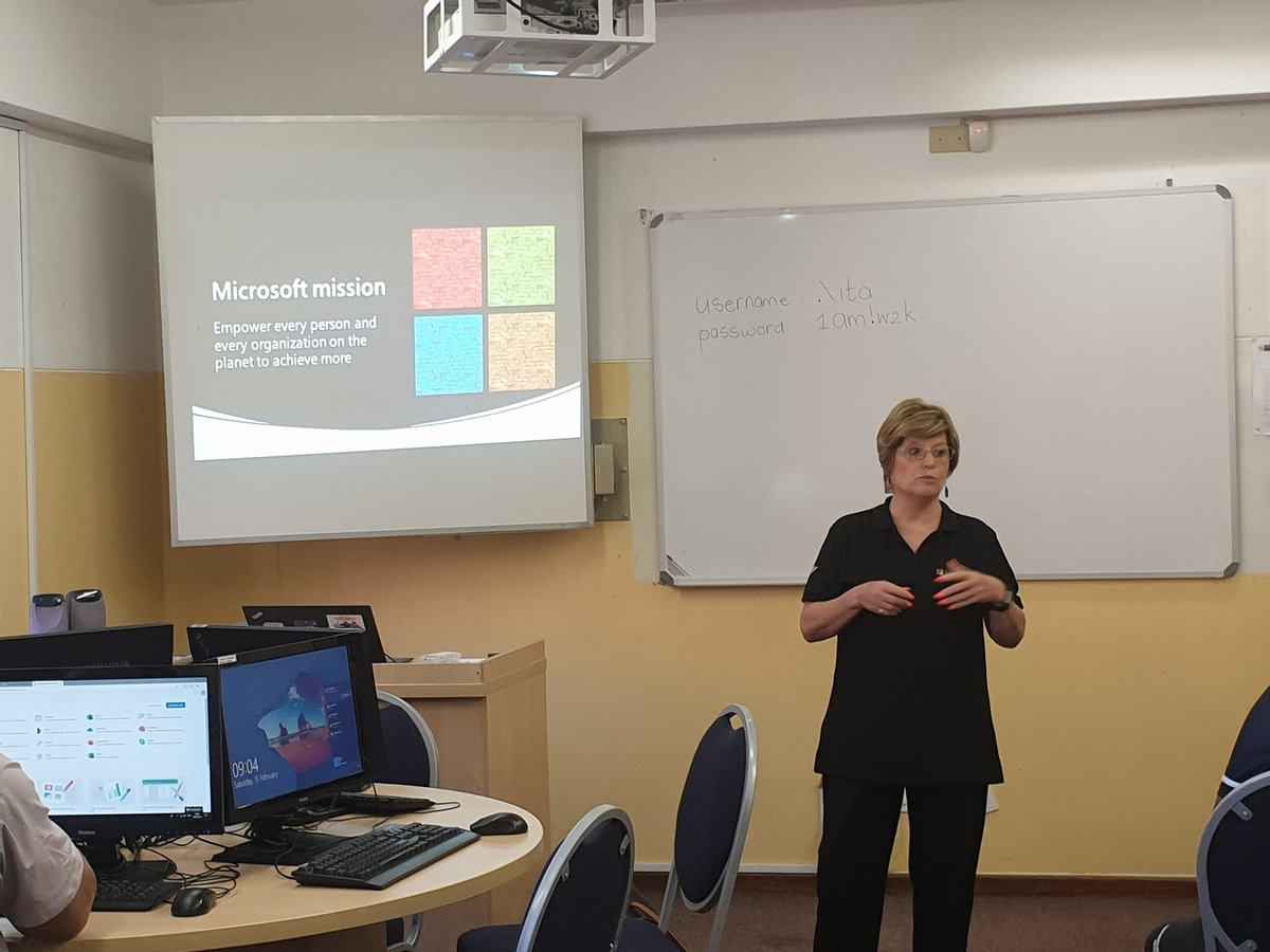 Workshop 2 at CTLI. Microsoft Essential apps for the classroom. Exploring the power of One Note and Teams. #SmartTechnology #Collaboration @Gabriel01784452 @HartElsabe @viva_nella @Gizelle_Simpson @WCED_CTLIpic.twitter.com/XpbOSST5zV