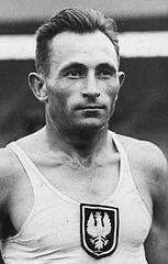 15 February 1943 | Józef Noji, one of the best long-distance runners of the 2nd Polish Republic was executed in #Auschwitz. He was an Olympian, multiple champion of Poland in the 5000, 10000 & cross country running but also a tram driver. https://en.wikipedia.org/wiki/J%C3%B3zef_Noji… #history #sport pic.twitter.com/v9GauXvsSG
