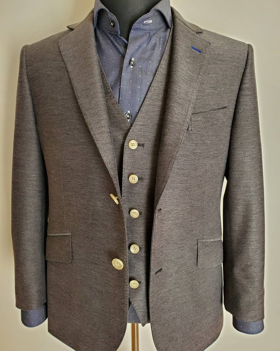 〜Enjoy  the OrderSuit〜 宮城県のT様、誠にありがとうございます♪デニム スタイル ニット 2019AW お待たせいたしました♪ 細部に渡るお客様のご要望にお応えします♪国内縫製メンズオーダースーツ ¥39,000+税~です。  #オーダースーツ #オーダースーツ仙台 #スリーピース #仙臺tailor