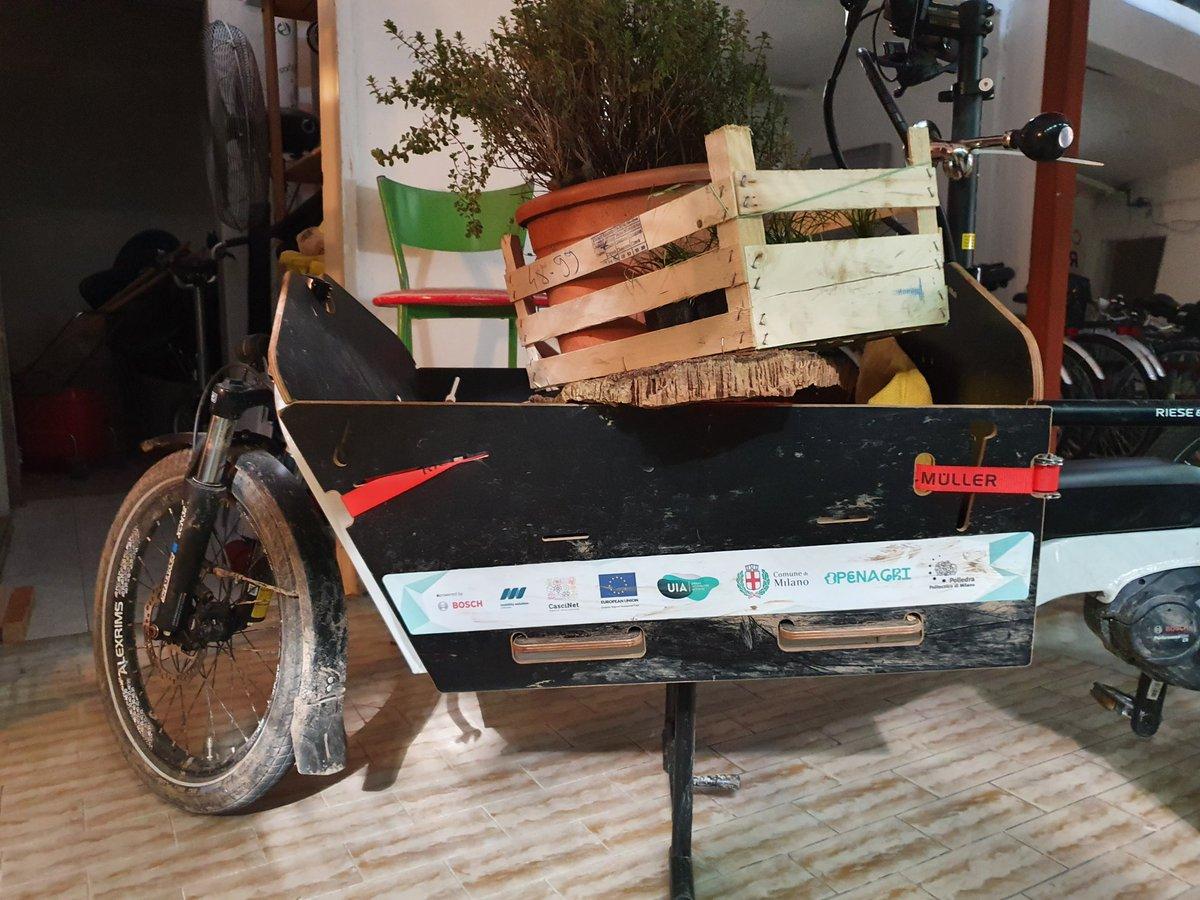 Inaugurato ieri Made in Corvetto: spazi di socialità, cucina e bici a cura di La Strada con @terzopaesaggio e @MiBikeCoalition nell'ambito di @lacittaintorno. Le biciclette non servono solo per andare in bici.  #milano #corvetto https://t.co/aikCDVXx16