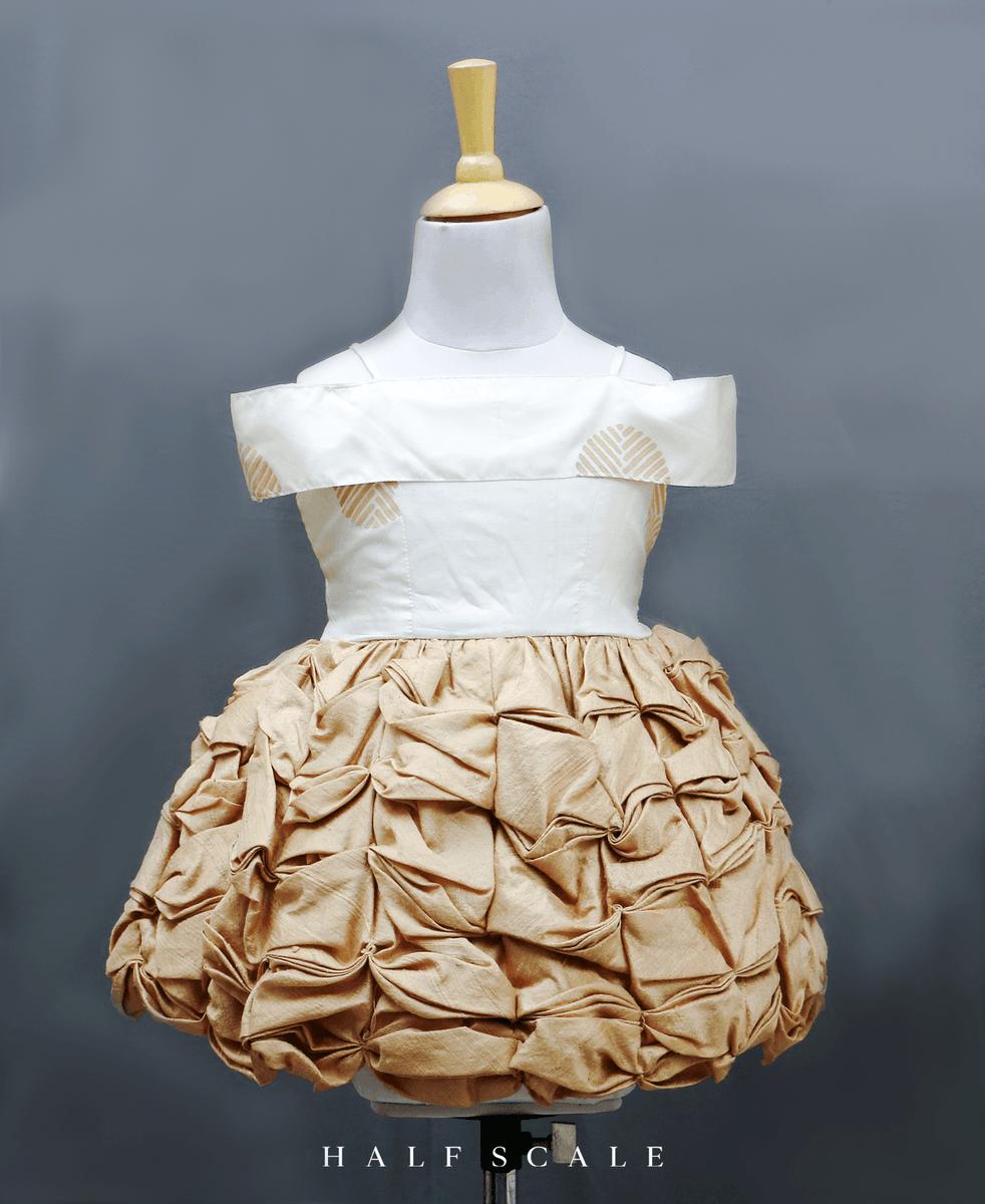 The creame and beige frock has a half-shoulder neck, knee-length ruffled skirt . . . . . . #pattupavadaidesigns #kidsfashion #kidstraditionalwear #kidslehenga #pattupavadai #southindiafashion #kidsfrock #kidsdresses  #kidsshop #southindianfashion #kidsclothing #kidsbirthdaypic.twitter.com/olLGLilVX0