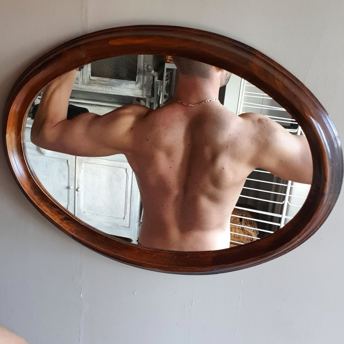 Back & Shoulders #sporttime #fitness #muscupic.twitter.com/H5i4WSAkRT