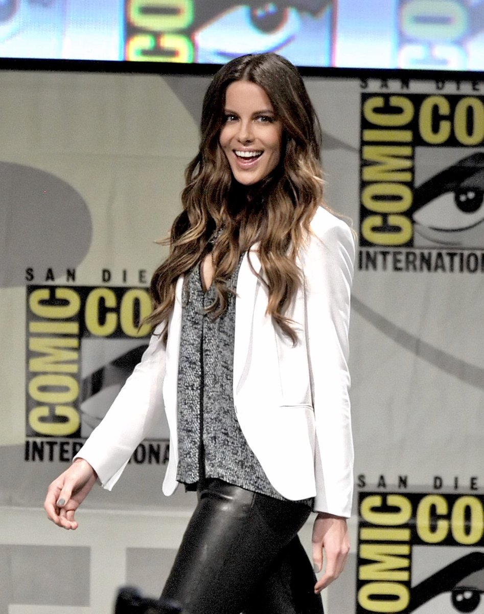 I wish @KateBeckinsale could attend a event @Showmasters one of the years. This would be amazing<br>http://pic.twitter.com/qCsInOWj2r