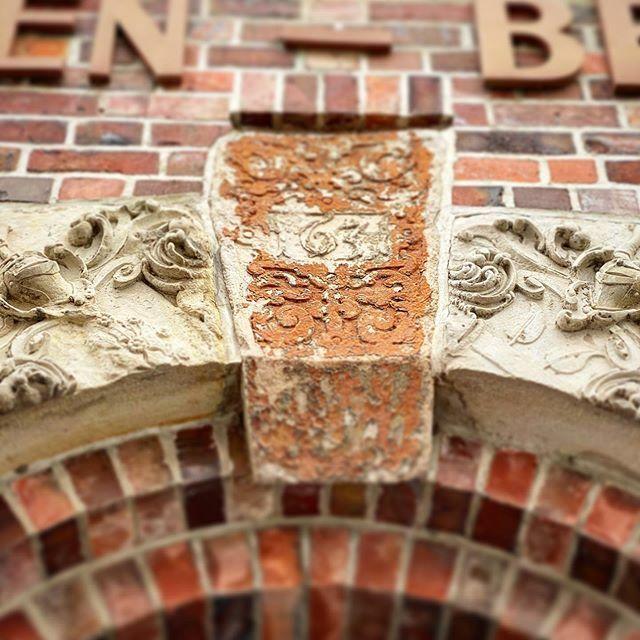 Lüneburger Details . . . #Lüneburg #Altstadt #Salzstadt #Lüneburgcity #Hansestadt #HansestadtLüneburg #saltcity #meinLüneburg #meinNiedersachsen #shotoniphone #smartphonephotograpy #phoneography #fachwerk #altstadtliebe #lüneliebe #salzstadt https://ift.tt/39B1xVlpic.twitter.com/Aio588FVYb