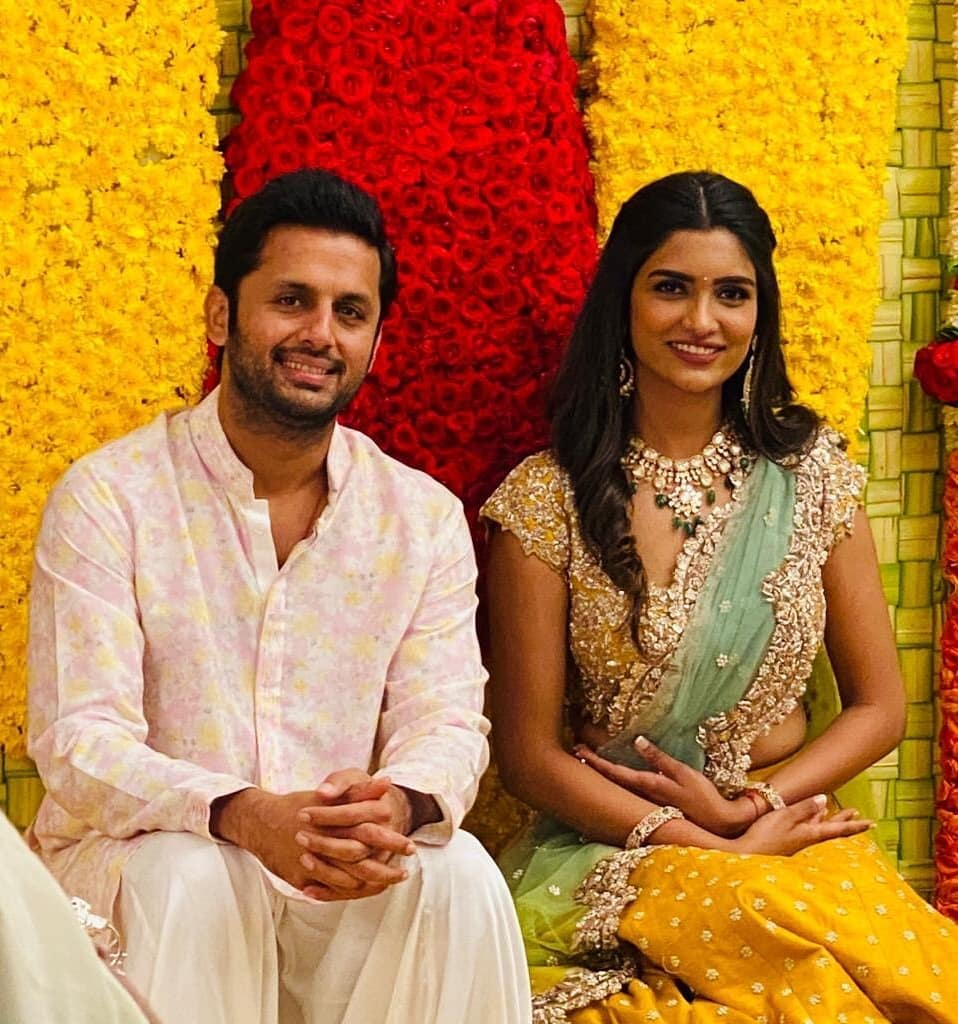 #TollywoodActor #Nithiin #Shalini #EngagementPics #SouthActor  http://filmywrap.blogspot.com/2020/02/south-actor-nithiin-gets-engaged-to.html …pic.twitter.com/SIR0aGwkX9