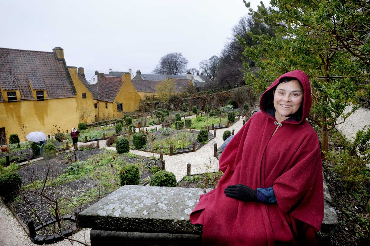 "#Outlander author Diana Gabaldon says she was ""enchanted"" by #Inverness on her first visit to the city and could see herself living there...watch our exclusive video released to mark the #OutlanderSeason5Premiere   https:// m.youtube.com/watch?v=DPp9pw Ksx6w&feature=youtu.be   … <br>http://pic.twitter.com/5KtfsJ0Cai"