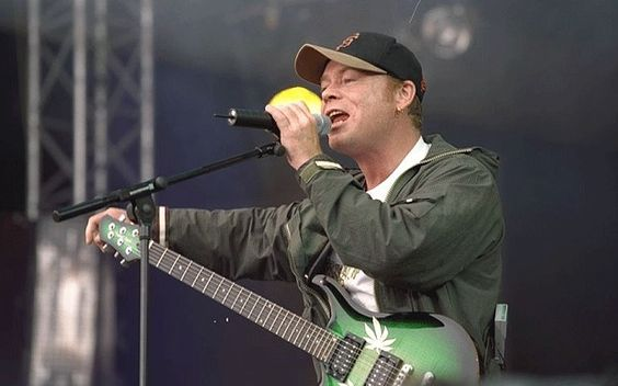 Happy Birthday to UB40 frontman Ali Campbell born today in 1959.