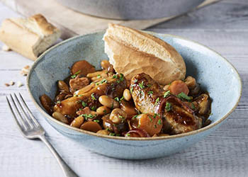 #Recipe - 🥘😋 Calling all sausage lovers! How about this hearty stew https://t.co/uCqu7My2kb from @NewmansOwnUK  - warm those little bellies on a Winter's day 💚 #familycooking #winter #food https://t.co/bTAHjDDbl3