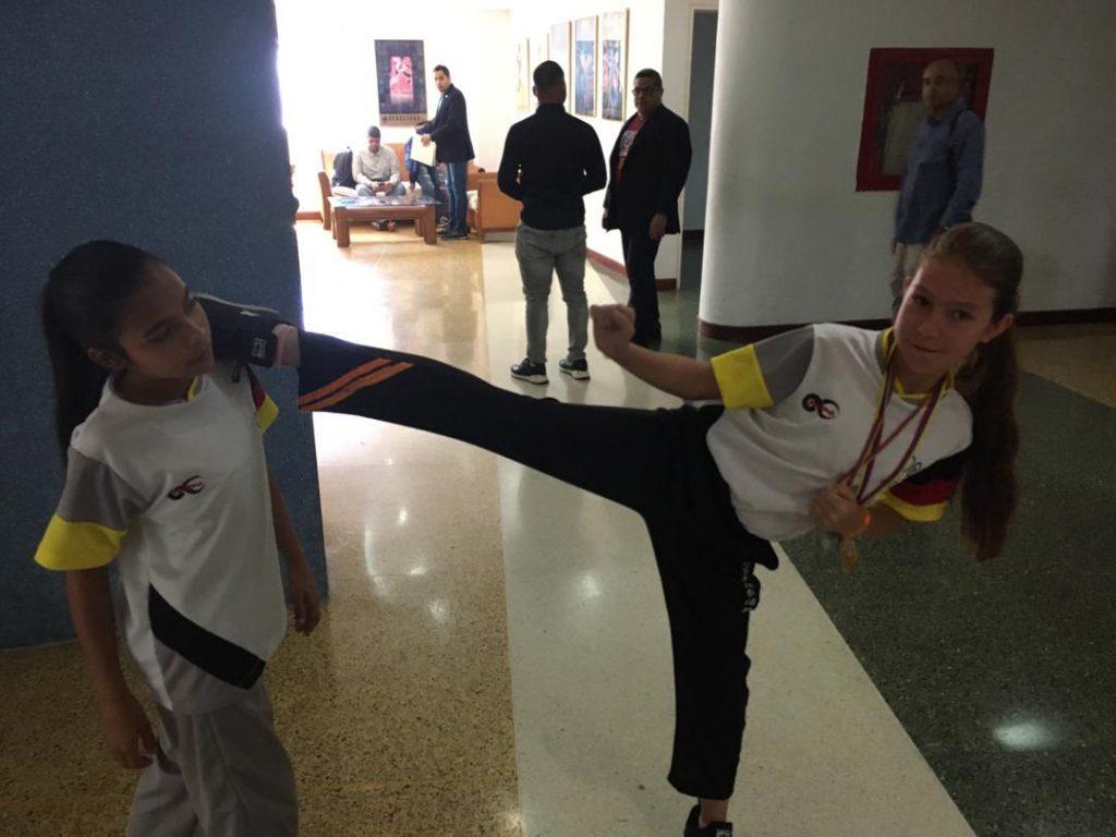 Anni Ramos y Fabiana Torres son dos campeonas infantiles de kumite y su máximo ídolo es Andrés Madera https://bit.ly/2PqrjnSpic.twitter.com/tB3nchUKj7
