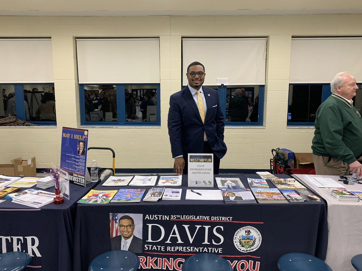 Packed house this evening at the Sample West Mifflin event! This is always a great event that really brings the community together! Glad that my office could participate again this year #LetsWork <br>http://pic.twitter.com/4Ay3lDEhwo – à West Mifflin Area High School