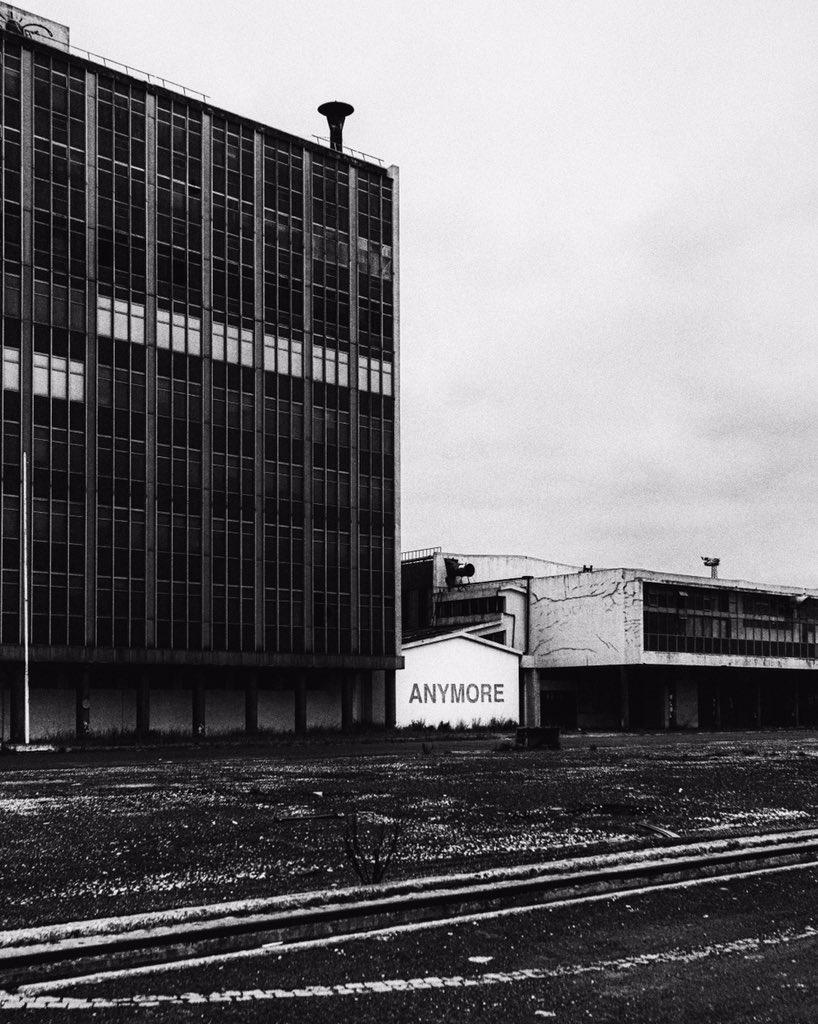 This ole shipyard ain't gonna be around ANYMORE❕#Lisnave #Almada #Portugal ▫️ #blackandwhitephotography #photography #fineartphotography #fujifilm #fujifilm_xseries #xseries #XT2 #esFujifilmX #vsco #vscox  📷@studioshuko