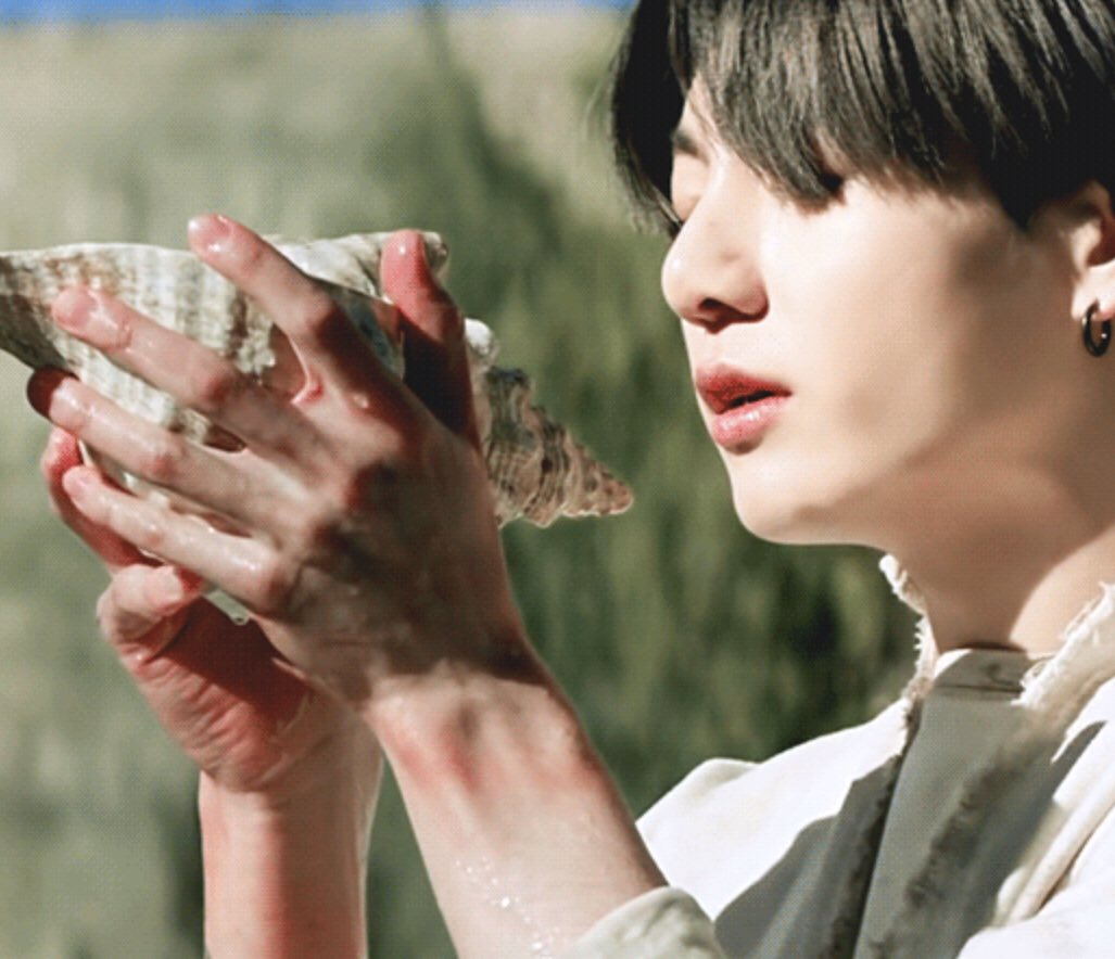witch/nymph jungkook who spends long days deep in the forests of the mountain and seokjin who has trained an army of doves to seek out jungkook and bring him home when it's time for dinner <br>http://pic.twitter.com/nywzOZX1CN