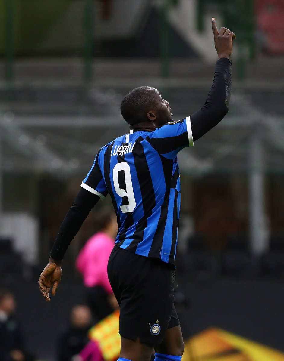 Lukaku: 23 goals for @Inter this season (all competitions) 🖤💙 #UEL