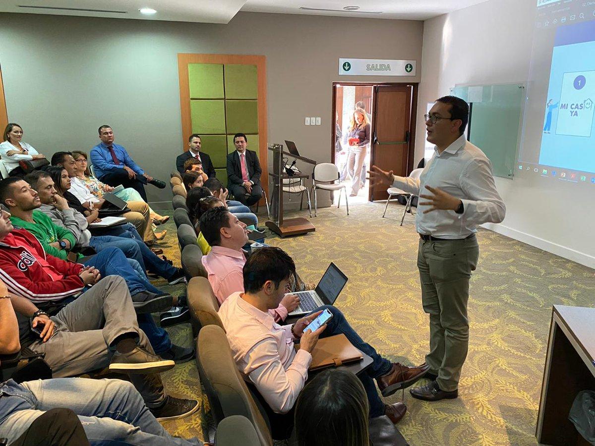 Hoy en #Cali, #ValleDelCauca, estuvimos socializando con el equipo directivo y trabajadores de Tecnoquímicas yla org. Carvajal la oferta institucional que en materia de #Vivienda tiene el Gobierno del Pdte. @IvanDuque. #SemilleroDePropietarios #MiCasaYa #UnPaísDePropietarios