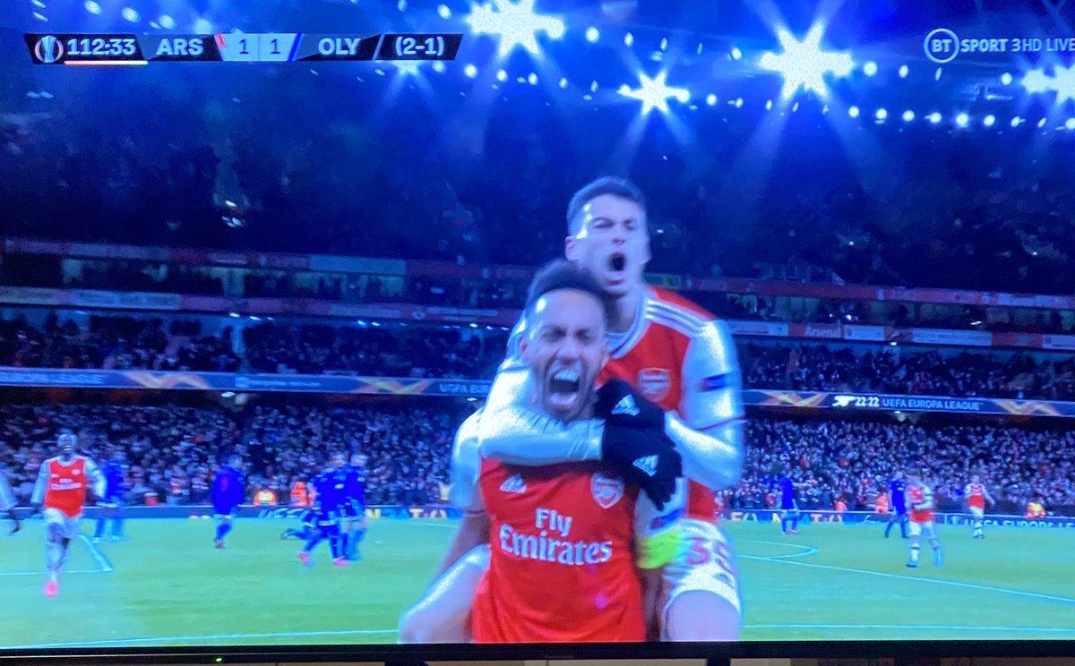 BOOOOOOOOOOOM!!!!!!!!!!!! What a goal, what a player... once again, Captain Fantastic comes to the rescue. Thank you @Aubameyang7 <br>http://pic.twitter.com/SfKV6c9fCu